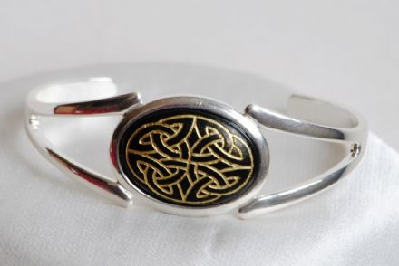 Celtic Knot Cabochon Bangle CN16BK